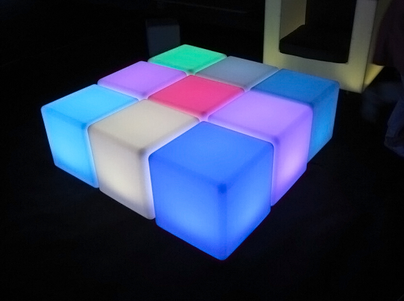 square-led-table